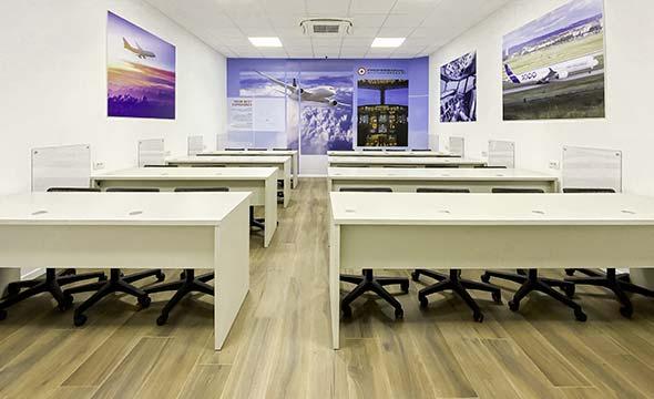 La struttura di Ozzano ospita la scuola Professional Aviation che offre corsi in queste aule